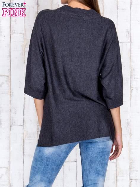 Ciemnoszary luźny sweter oversize z bocznymi rozcięciami                                  zdj.                                  4