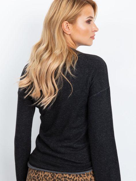 Ciemnoszary sweter damski z szerokimi rękawami                              zdj.                              2