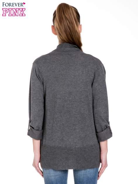 Ciemnoszary sweter narzutka z wywijanymi rękawami                                  zdj.                                  4