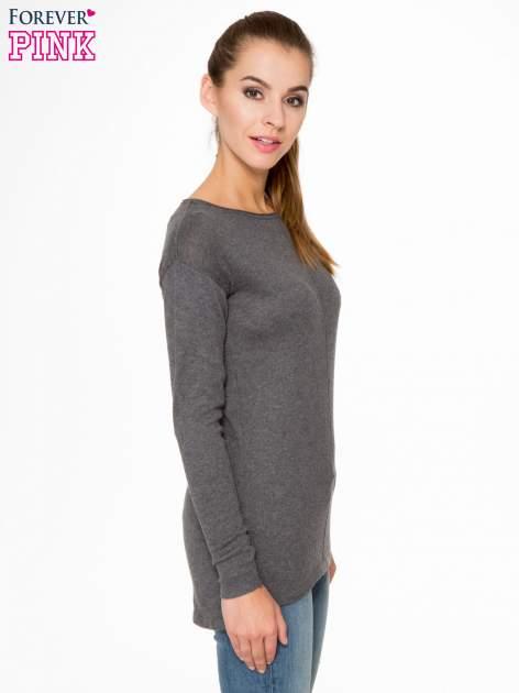 Ciemnoszary sweter z dłuższym tyłem i rozporkami po bokach                                  zdj.                                  3