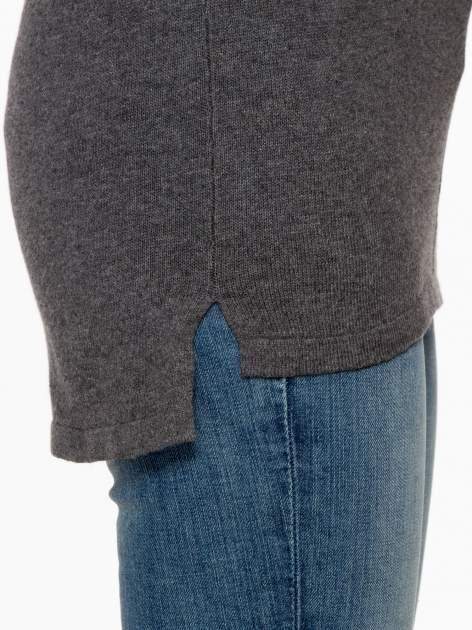 Ciemnoszary sweter z dłuższym tyłem i rozporkami po bokach                                  zdj.                                  8