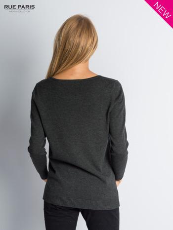 Ciemnoszary sweter z rozporkami i dłuższym tyłem                                  zdj.                                  4