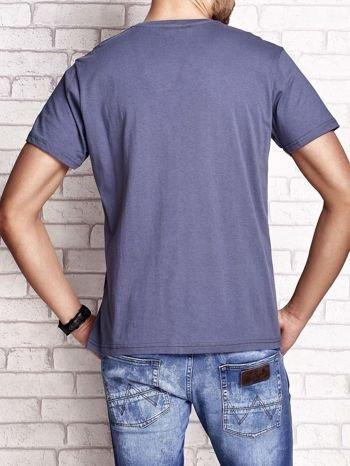 Ciemnoszary t-shirt męski z marynarskim motywem i napisem SAILING                                  zdj.                                  3