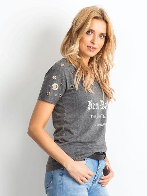 Ciemnoszary t-shirt z ażurowymi kółeczkami i napisem                              zdj.                              3