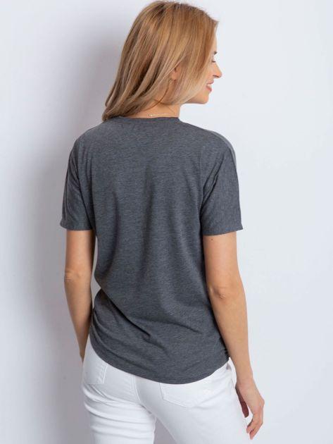 Ciemnoszary t-shirt z biżuteryjnymi wstawkami                              zdj.                              2