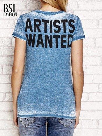 Ciemnoturkusowy t-shirt z literą A                                  zdj.                                  2