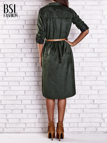 Ciemnozielona zamszowa sukienka z rozcięciami po bokach                                  zdj.                                  4