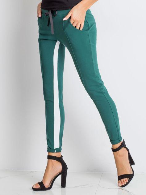 Ciemnozielone spodnie dresowe Defined                              zdj.                              3