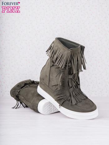 Ciemnozielone zamszowe botki sneakersy Chalotte na ukrytym koturnie z frędzlami                                  zdj.                                  4