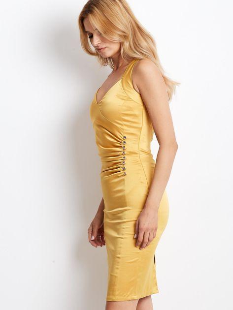 Ciemnożółta satynowa sukienka z koronkową wstawką z tyłu                              zdj.                              5