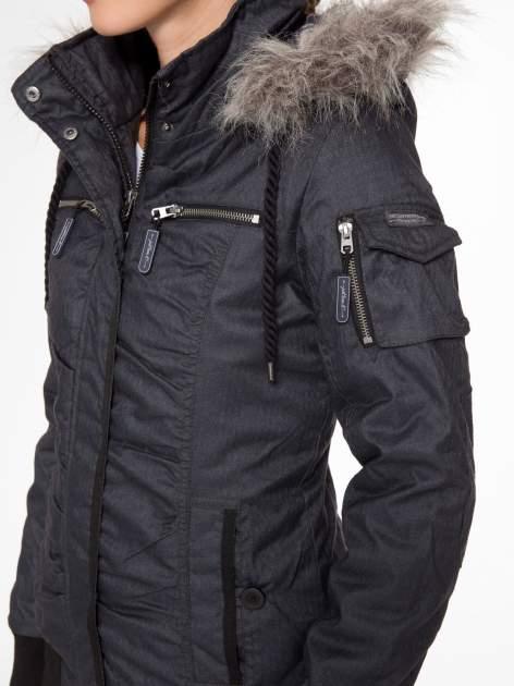 Ciepła kurtka zimowa z kapturem wykończonym futerkiem                                  zdj.                                  7
