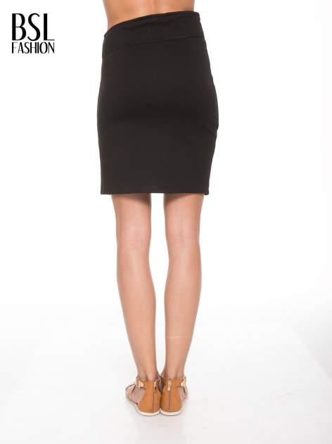 Czarna asymetryczna spódnica ze złotym zamkiem                                  zdj.                                  4