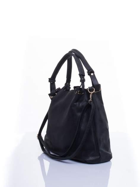 Czarna ażurowa torba na ramię                                  zdj.                                  4