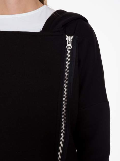 Czarna bluza dresowa z kapturem i suwakiem z boku                                  zdj.                                  7