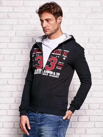 Czarna bluza męska z kapturem i tekstowym nadrukiem                                  zdj.                                  3