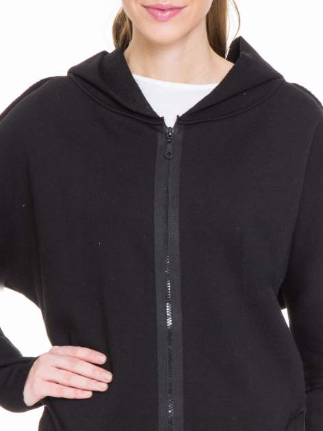 Czarna bluza na suwak z kapturem z surowym wykończeniem                                  zdj.                                  5