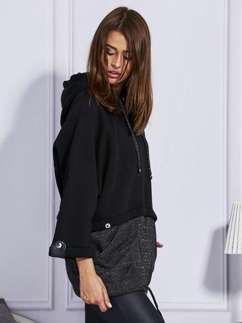 Czarna bluza z melanżowymi wstawkami                              zdj.                              3