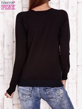 Czarna bluza z nadrukiem misiów                                  zdj.                                  4