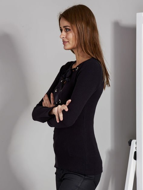 Czarna bluzka damska ze sznurowanym dekoltem                               zdj.                              5
