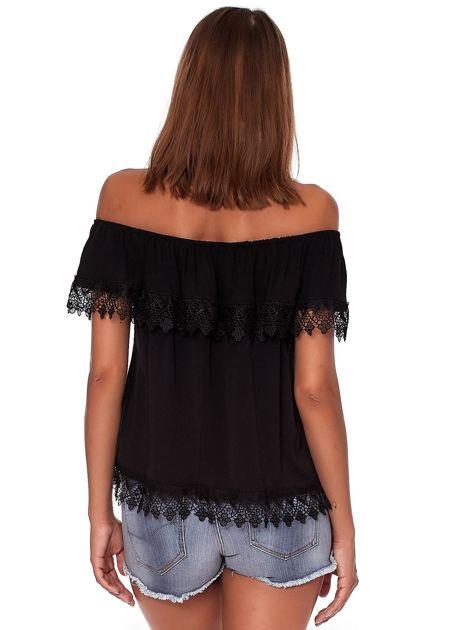 Czarna bluzka hiszpanka z koronkową falbaną                              zdj.                              2