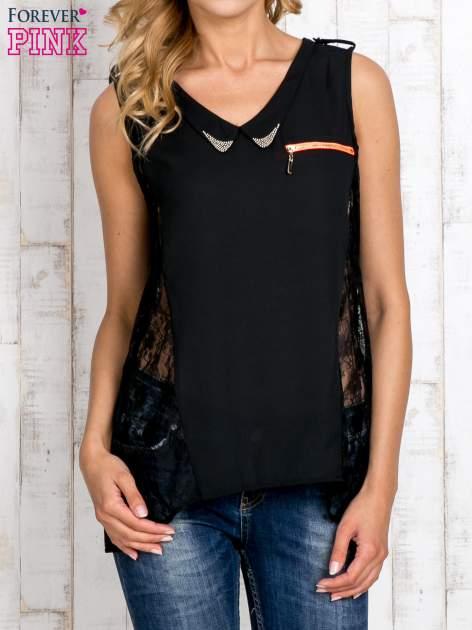 Czarna bluzka koszulowa z koronkowymi wstawkami na bokach                                  zdj.                                  1