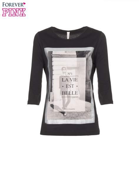 Czarna bluzka w stylu fashion z nadrukiem LA VIE EST BELLE                                  zdj.                                  2