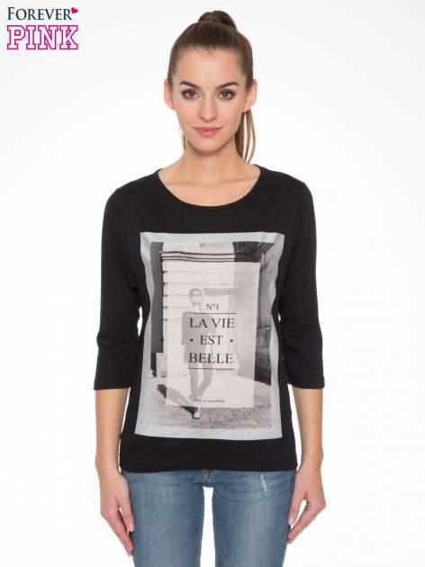 Czarna bluzka w stylu fashion z nadrukiem LA VIE EST BELLE                                  zdj.                                  1