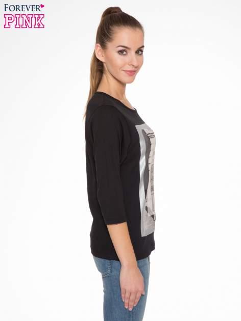 Czarna bluzka w stylu fashion z nadrukiem LA VIE EST BELLE                                  zdj.                                  3