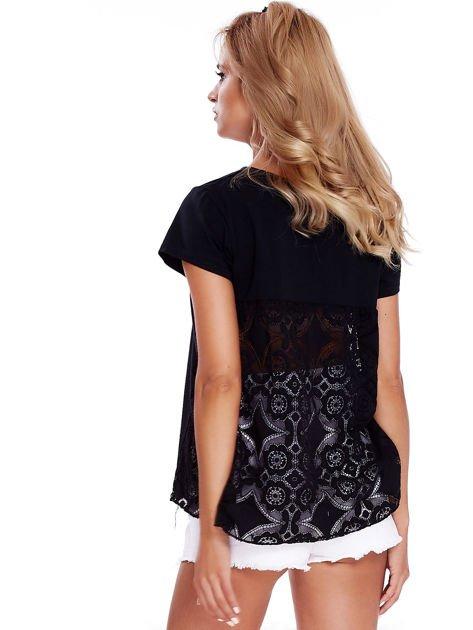 Czarna bluzka z koronkową wstawką na plecach                              zdj.                              2