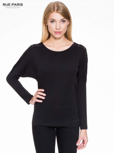 Czarna bluzka z koronkową wstawką na rękawach i z tyłu                                  zdj.                                  1