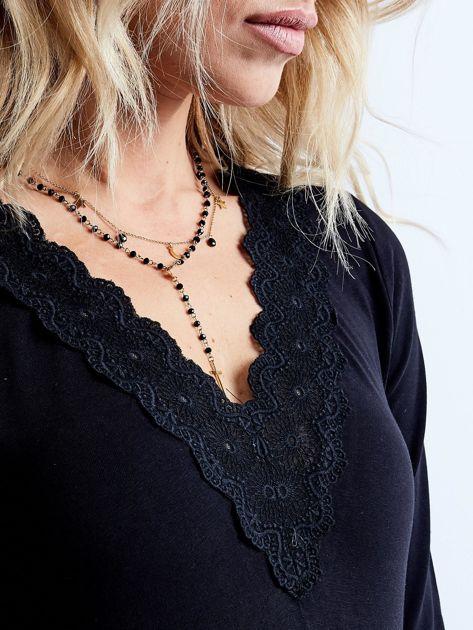 Czarna bluzka z koronkowym dekoltem                              zdj.                              7