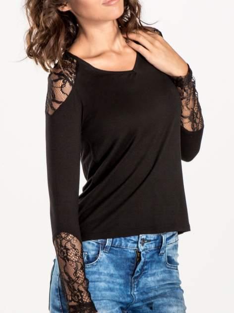 Czarna bluzka z koronkowymi wstawkami                                  zdj.                                  5