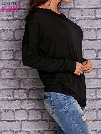 Czarna bluzka z lejącym dekoltem                                  zdj.                                  2