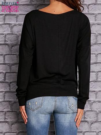 Czarna bluzka z lejącym dekoltem                                  zdj.                                  3