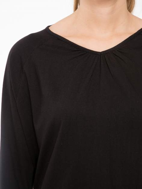 Czarna bluzka z marszczonym dekoltem i rękawkami 3/4                                  zdj.                                  5