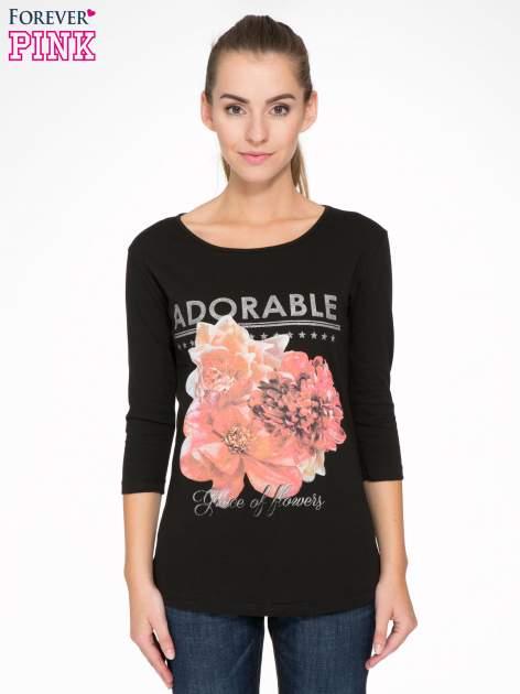 Czarna bluzka z motywem kwiatowym i napisem ADORABLE