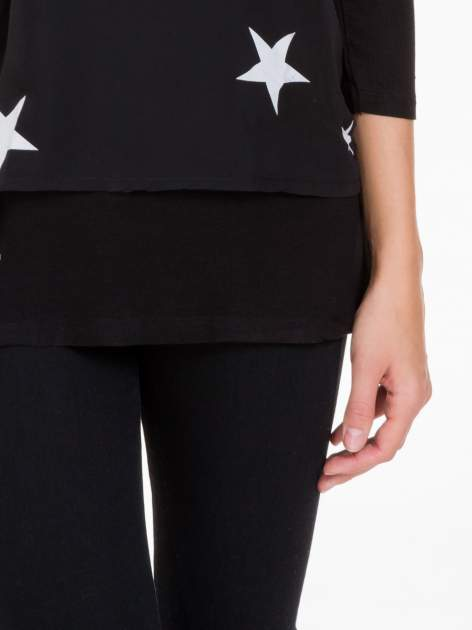 Czarna bluzka z nadrukiem białych gwiazdek                                  zdj.                                  6