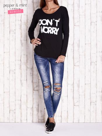 Czarna bluzka z napisem DON'T WORRY I przypinkami                                  zdj.                                  4