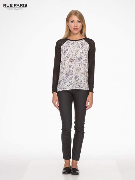 Czarna bluzka z reglanowymi rękawami i kwiatowym przodem                                  zdj.                                  2