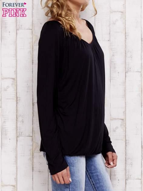 Czarna bluzka ze ściągaczem u dołu                                  zdj.                                  3