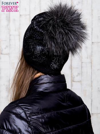 Czarna czapka z srebrnym nadrukiem i pomponem                                  zdj.                                  3