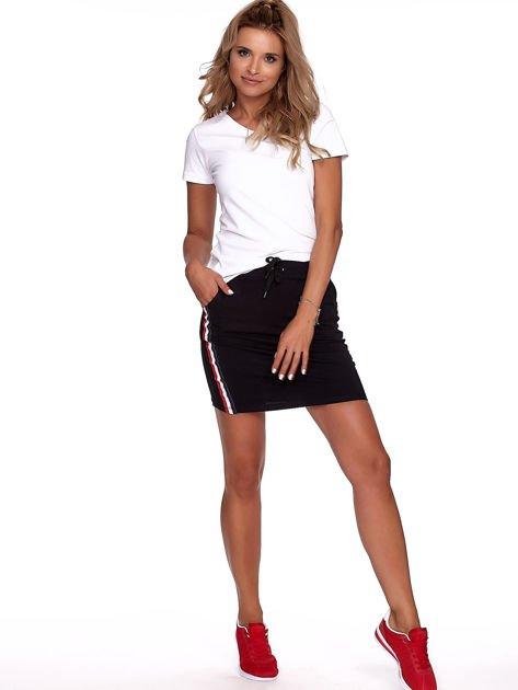Czarna dresowa spódnica mini z kieszeniami i paskami                              zdj.                              4