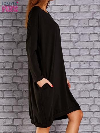 Czarna dresowa sukienka oversize z kieszeniami                                  zdj.                                  3