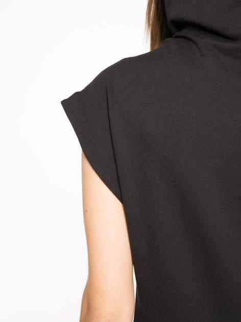 Czarna dresowa sukienka z kapturem i falbaną na dole z napisem BSL                                  zdj.                                  9