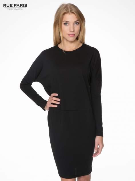 Czarna dresowa sukienka z nietoperzowymi rękawami                                  zdj.                                  1