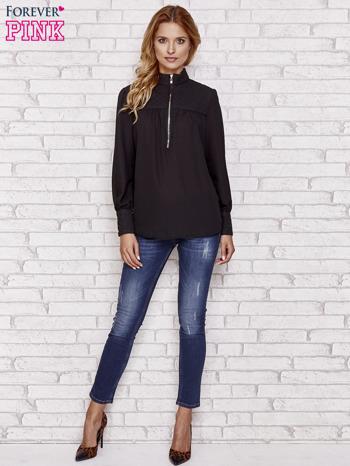 Czarna elegancka koszula z pikowanymi wstawkami i suwakiem                                  zdj.                                  2