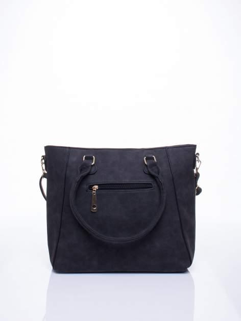 Czarna fakturowana torba z odpinanym paskiem                                  zdj.                                  3