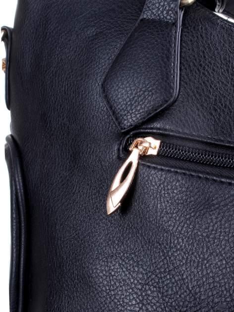 Czarna fakturowana torba ze złotymi nitami                                  zdj.                                  10