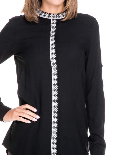 Czarna koszula w stylu boho ze wzorzystą listwą i kołnierzykiem                                  zdj.                                  7
