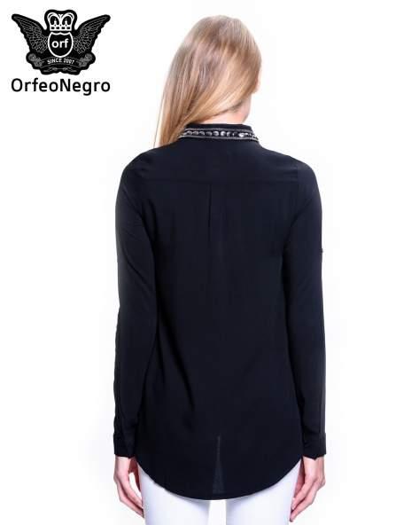 Czarna koszula z bizuteryjnym kołnierzykiem z cekinami                                  zdj.                                  4